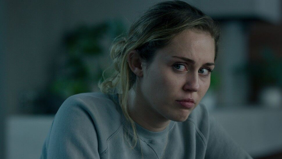 Miley Cyrus está assustadora em trailer de 'Black Mirror'